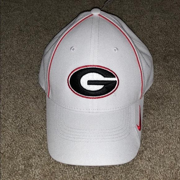 NWT Nike Dri-fit Georgia Bulldogs Coaches Hat. M 5a6bfff29cc7ef87f89e27dd.  Other Accessories ... 0542171dce64
